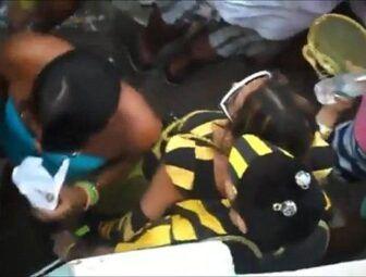 Casal de namorados fantasiados de abelha transando no carnaval