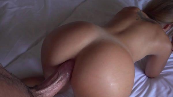 Fodendo o cu da namorada no hotel de luxo