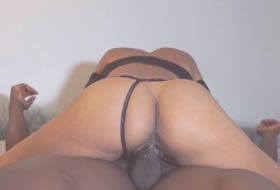 Latina amadora dando a bucetinha para o negao